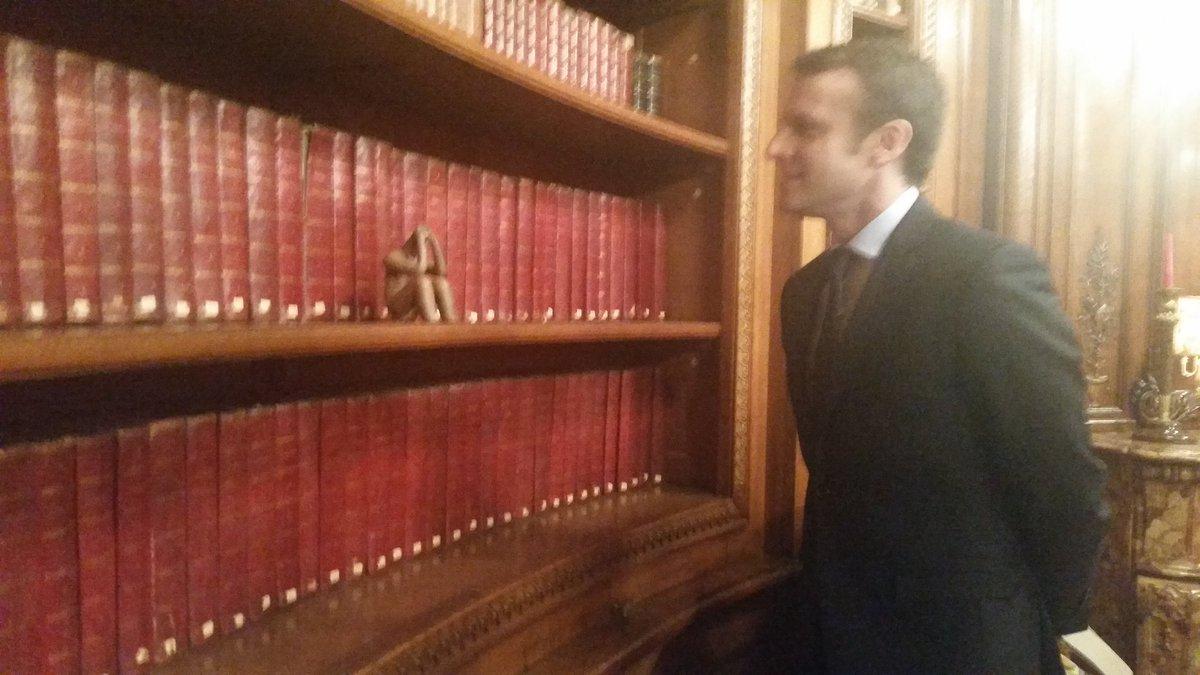 Mon regard du jour sur campagne @EmmanuelMacron :13 heures.Visite de  la bibliothèque ovale dont s'occupait Paul Valery