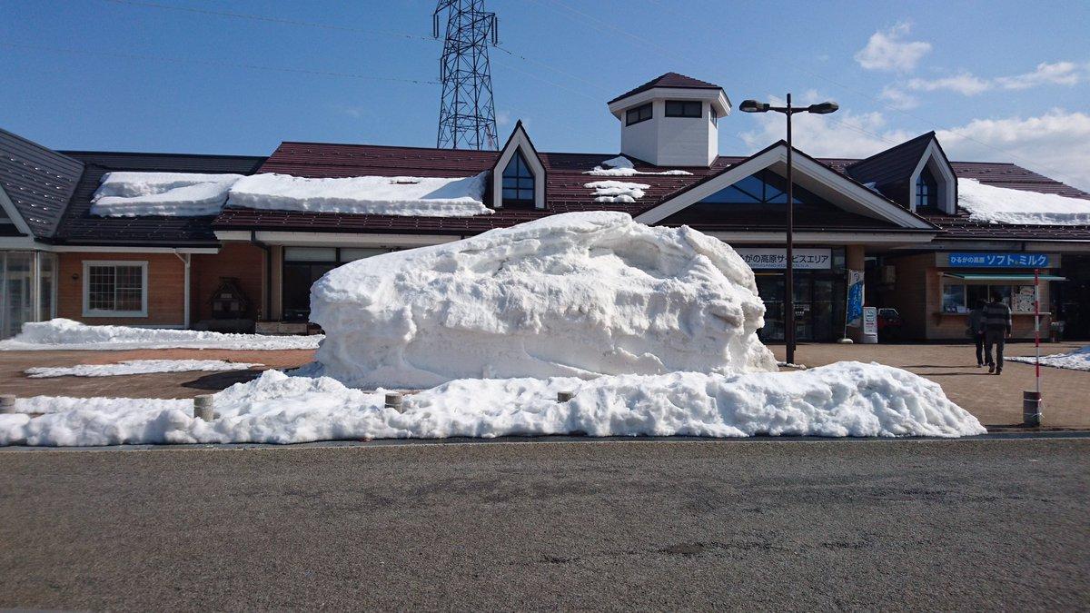 とあるパーキングエリアにて 鎌倉さんの顔っぽい雪の塊に遭遇