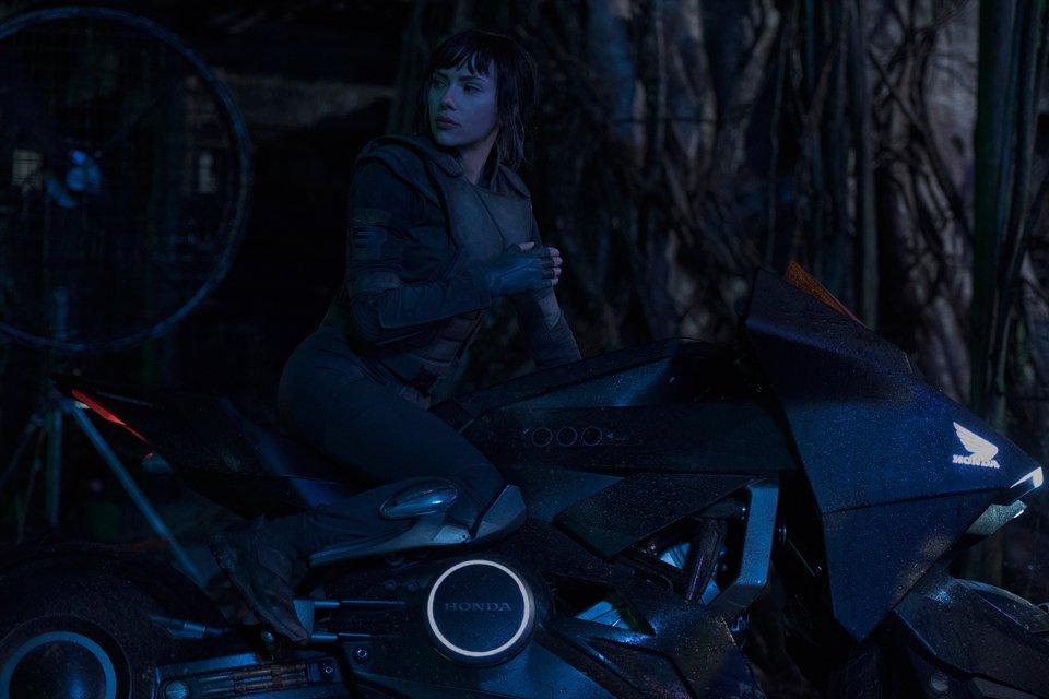 溶け込みすぎてる…。NM4がヒーローバイクとして登場する映画が公開されます!#攻殻機動隊 #近未来【似合いすぎ注意】攻殻