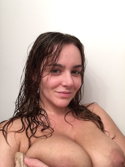1 pic. Dirty girl?? Clean her up! https://t.co/HhQ3dwGEBS