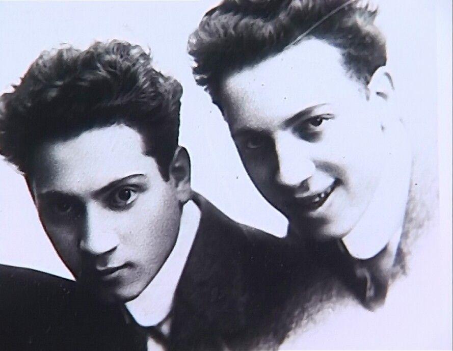 #ChicoMarx Born OTD 1887  #Harpo and #ChicoMarx as teenagers. https://t.co/R6yUHNdX1L
