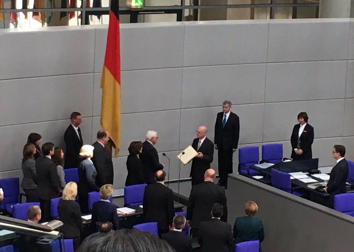 #Steinmeier will als #Bundespraesident Mutmacher sein. Gauck spricht ihm dafür Mut zu.