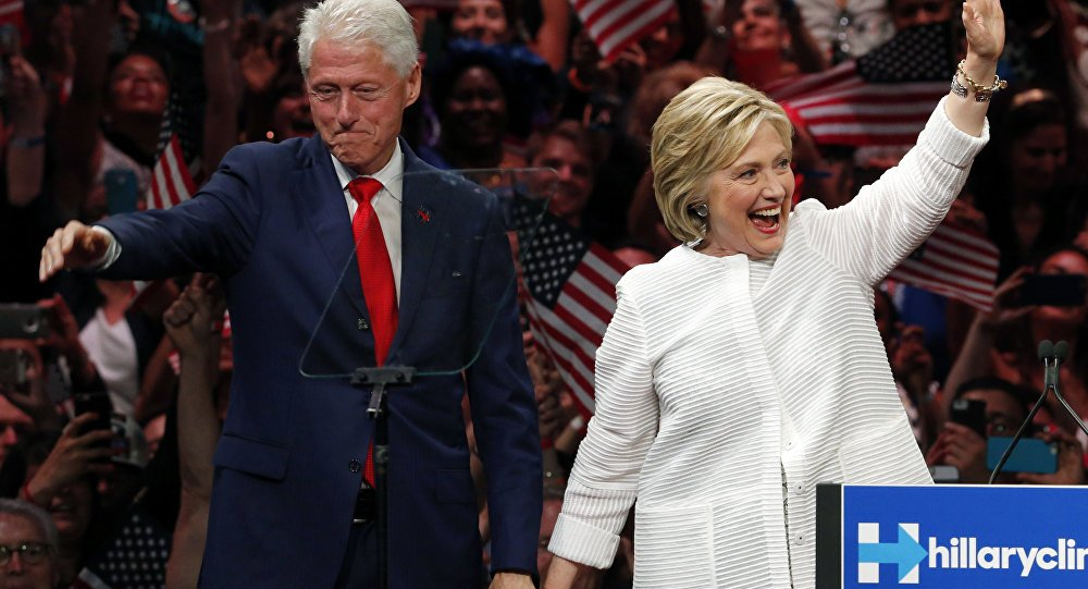 Untold story of the Clintons cashing in on #HIV/#AIDS sufferers https://t.co/sm6JDfI5Bg #HillaryClinton #BillClinton