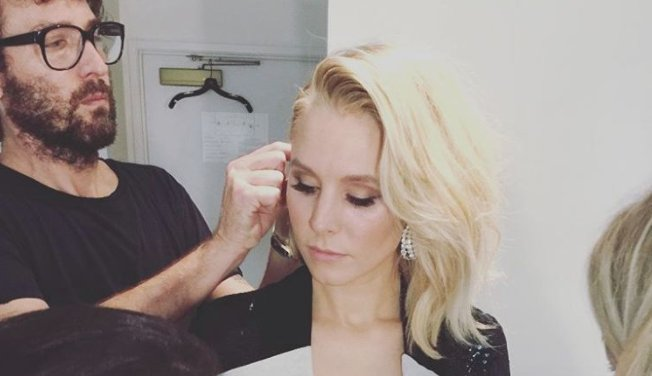 RT EOnlineStyle: Kristen Bell has the ultimate hack for applying mascara: https://t.co/5OqIFV2L4L https://t.co/E6qlX1V11X