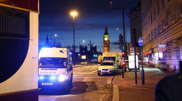 The heart of London closed / El epicentro de Londres cerrado. Foto: @RogerAlarconP https://t.co/OLtS65hj2q