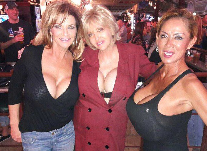 Dede, Mink and i on Fremont Street having some fun... https://t.co/r6F2Yn7cVe