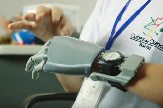 Garoto de 14 anos fabrica própria mão robótica com impressora 3D: https://t.co/lIi0XhaKlX