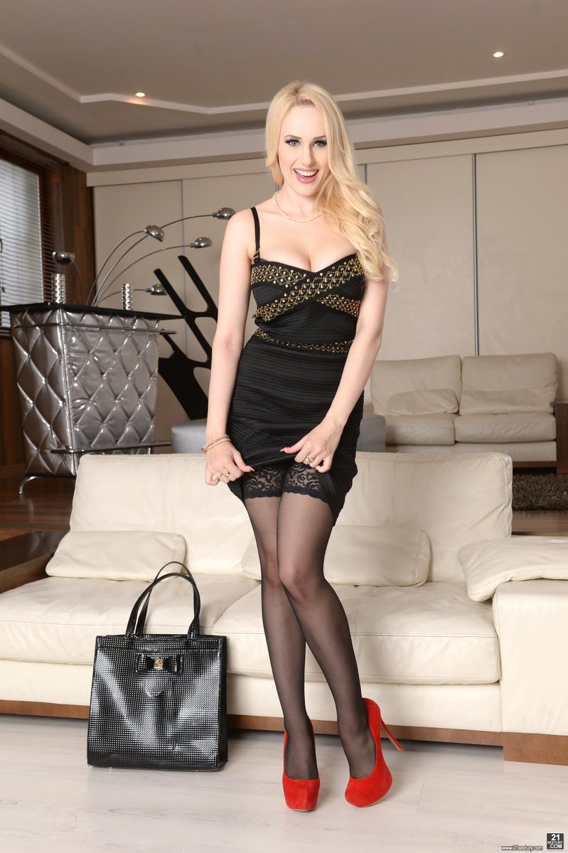 Hot blonde Angel Wicky does anal with a man on the first date № 1433927  скачать