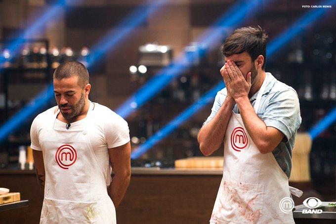 Não teve fogo, mas não faltou emoção! O Victor e o Raphael se viraram como puderam nessa fase: https://t.co/u7Vyx4UELG #MasterChefBR