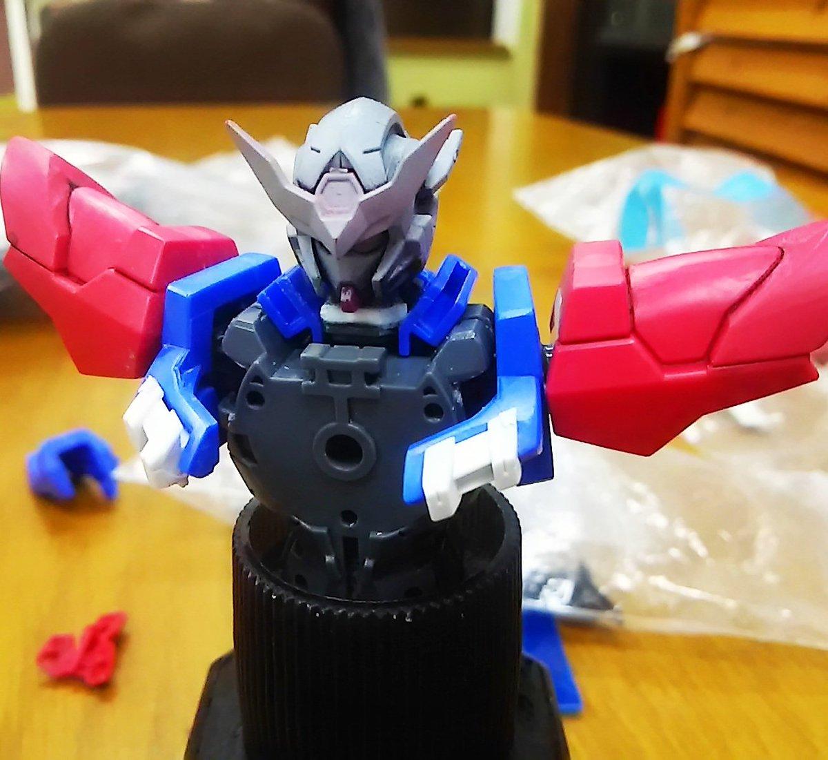 おはよーございますHGエクシアダークマター✖エクシア✖アストレア製作中首の延長 肩のアーマーの取り付け方法変更してみた。