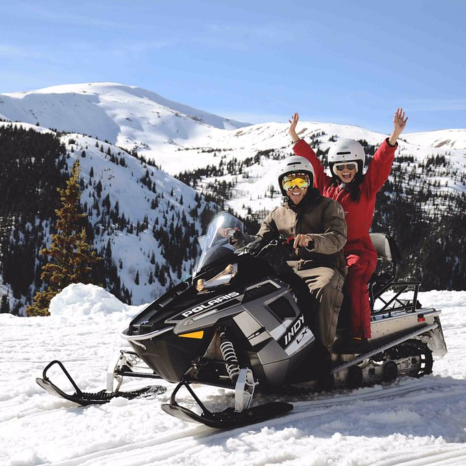 2 pic. #snowmobile in #vail #VailColorado #Colorado #VailMountains with amazing people ❤✈️🌎🗺 https://t