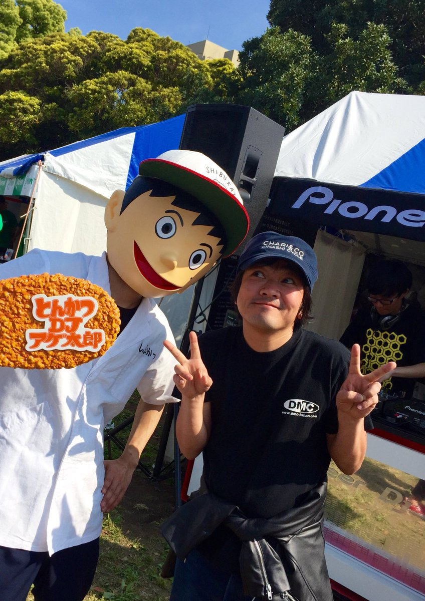 そういえば去年の横浜のイベントでとんかつDJアゲ太郎と後藤王様とのツーショット撮ってたの思い出した!リアニって色んな仕事