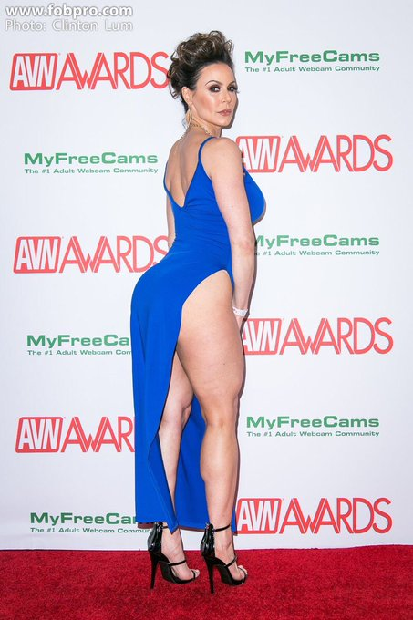 #HumpDayMotivation #happyhumpday #booty🍑 #legs #calves #sexy #LustArmy https://t.co/ywphKbpFNu
