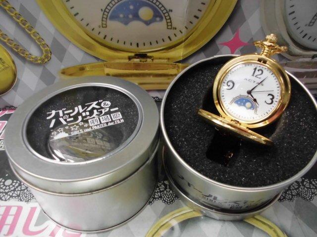 劇場版ガールズ&パンツァー 愛里寿の懐中時計入荷しました!劇中で使われた愛里寿の懐中時計がプライズで登場です!裏面にはタ