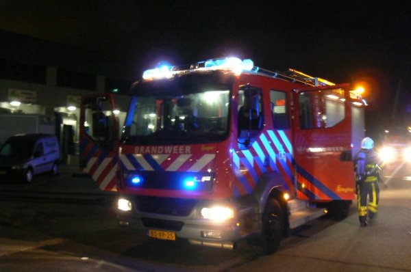 Brand in spouwmuur appartementencomplex Hoefkade https://t.co/TvOBb2WNCh https://t.co/pgLEzV0CFp