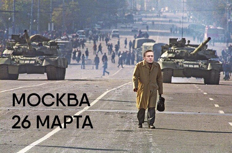 Кантемировская танковая дивизия приведена в полную боеготовность. Интересный факт: та же дивизия разъезжала по Москве в октябре 93-го