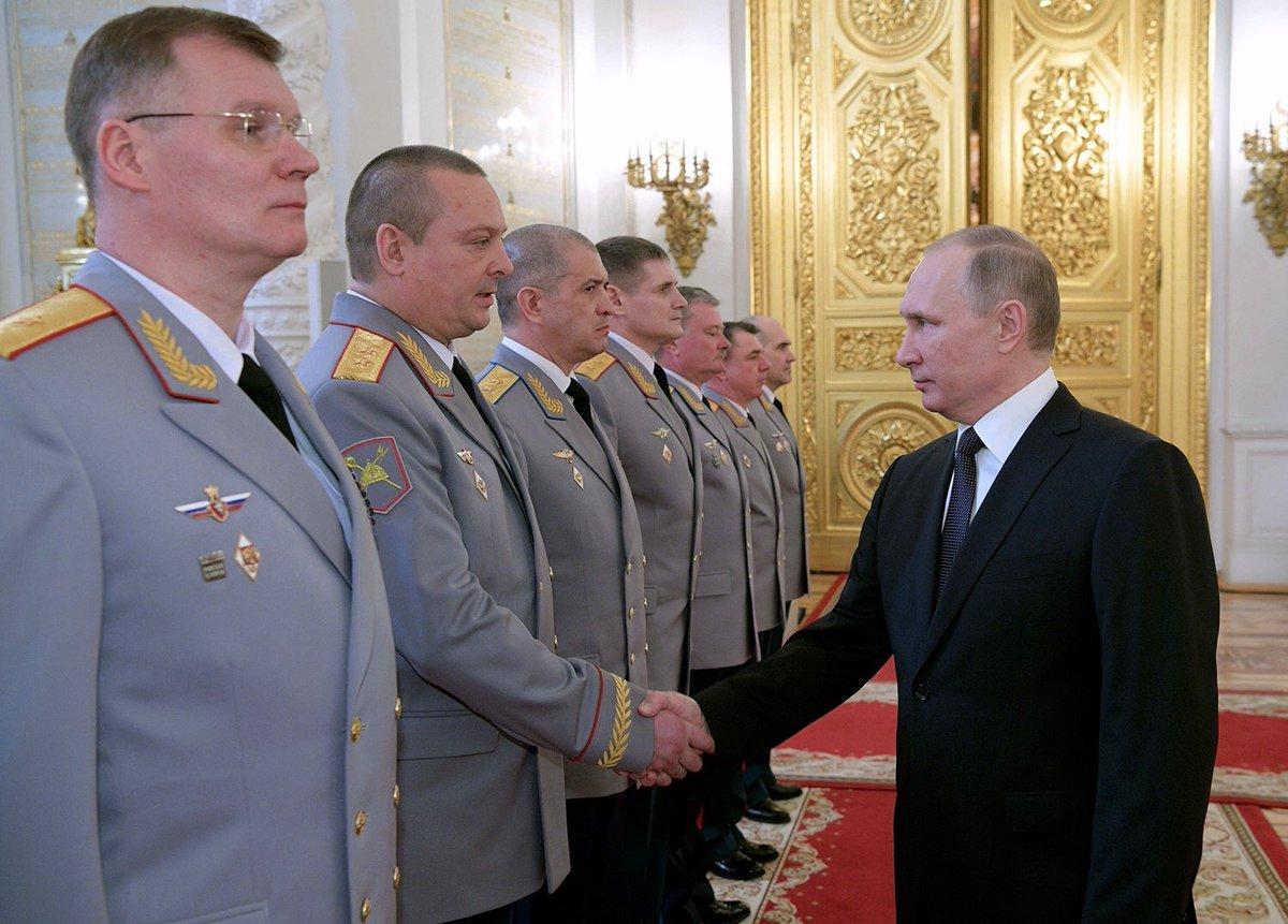 Среди представлявшихся Путину назначенных на высшие должности офицеров был Игорь Конашенков: уже не и.о., а глава Департамента информации МО
