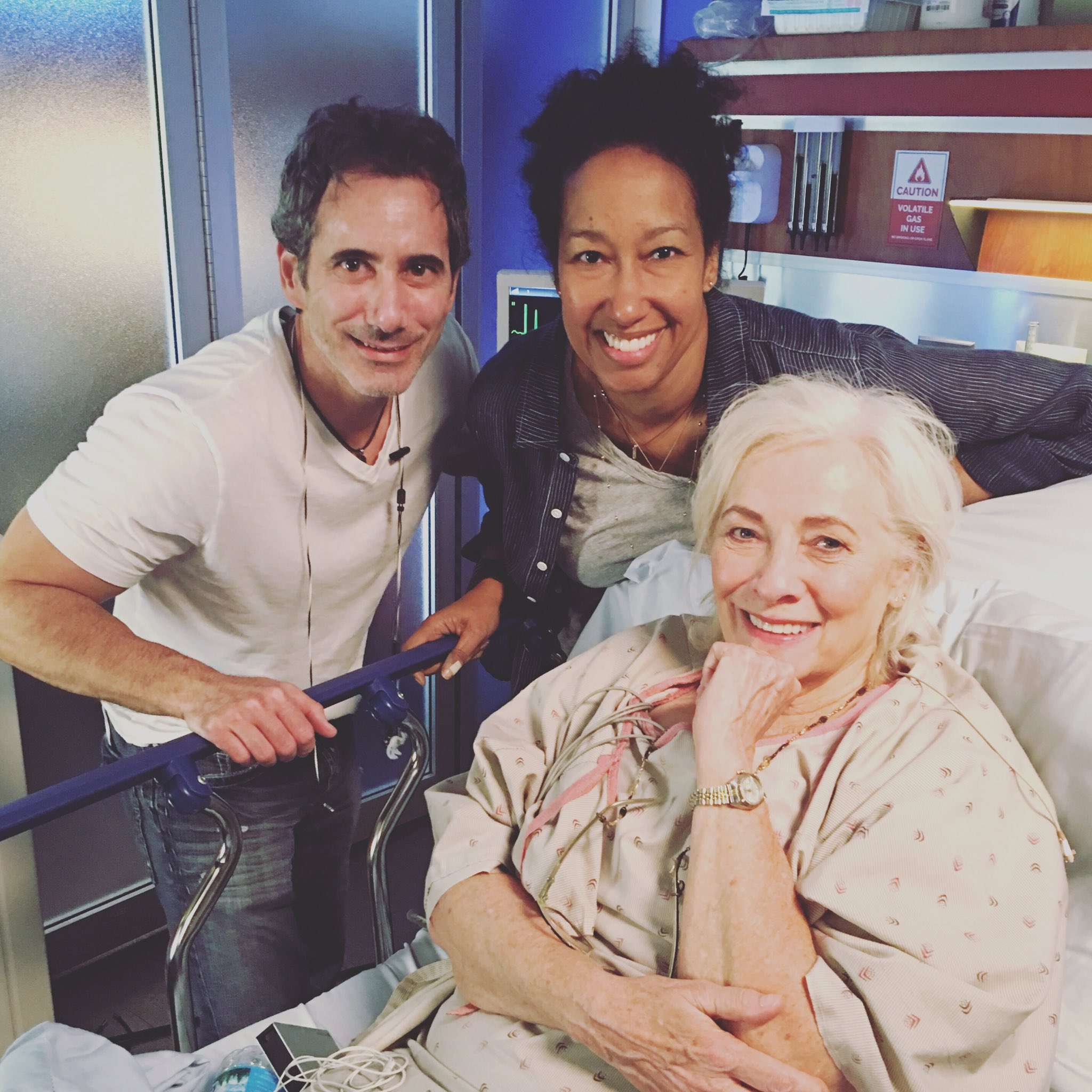 """Tonight #ChicagoMed encore of """"Extreme Measures"""" see @brian_tee go toe to toe with @BettyBuckley. I know who wins :) #OneChicago @1TallGrl https://t.co/A4iCpj03zB"""