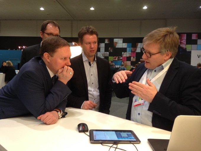 Auch Kultursenator Dr. Carsten Brosda schaute heute am Hamburger Startup-Gemeinschaftsstand auf der @cebit vorbei. https://t.co/3GE7gO02nG