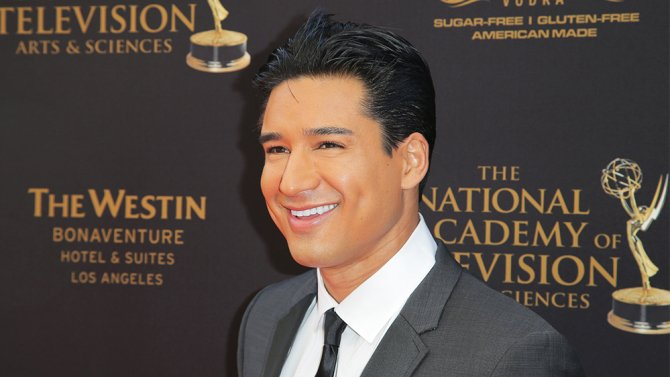 """.@MarioLopezExtra will host CBS' game show """"Candy Crush"""""""