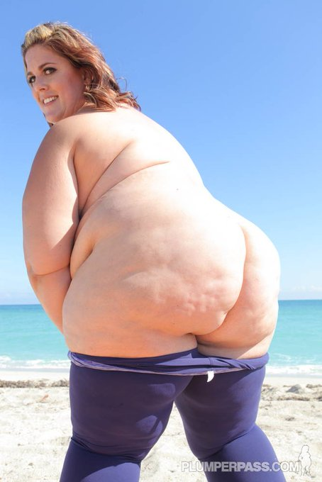 Photo of everyone's favorite big fat ssbbw ass :)  Happy Wednesday!! https://t.co/MFEnc1F2FY