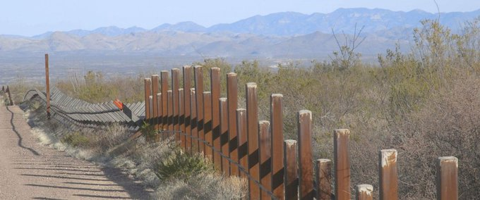 Head of union representing US Border Patrol agents says US-Mexico border wall needed only in 'strategic location.' https://t.co/7JyDM6x1Ff