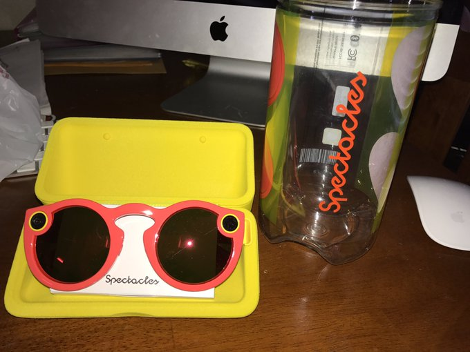 The Snapchat spectacles I won arrived today 😻 Thank you @modelcentro @SnapCentro 💜👻👓✨ https://t.co/s