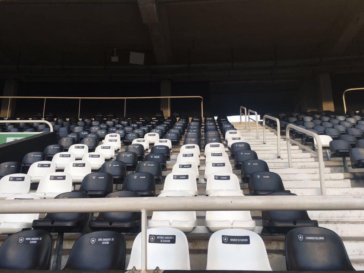 As cadeiras do estádio nilton santos est£o ganhando nomes dos