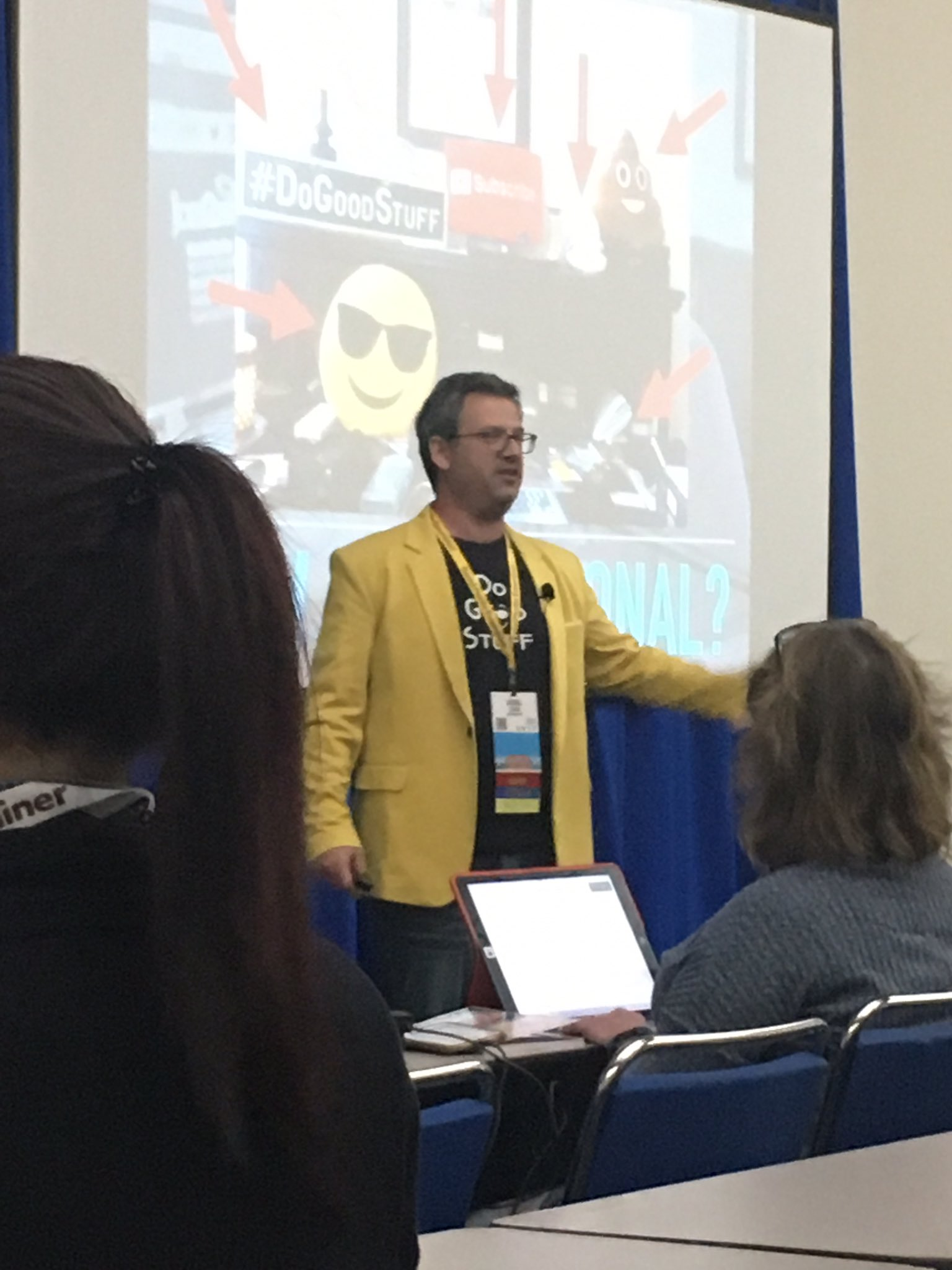 Picking up great tips from @joelcomm for my Facebook tv show #SMMW17 https://t.co/IQfJ2EKEMv