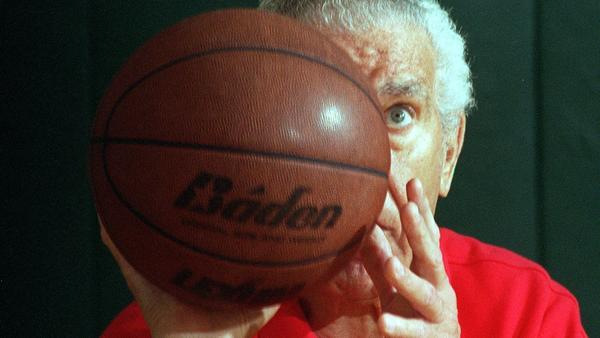Tom Amberry, podiatrist who set world record with 2,750 straight free throws, dies at 94