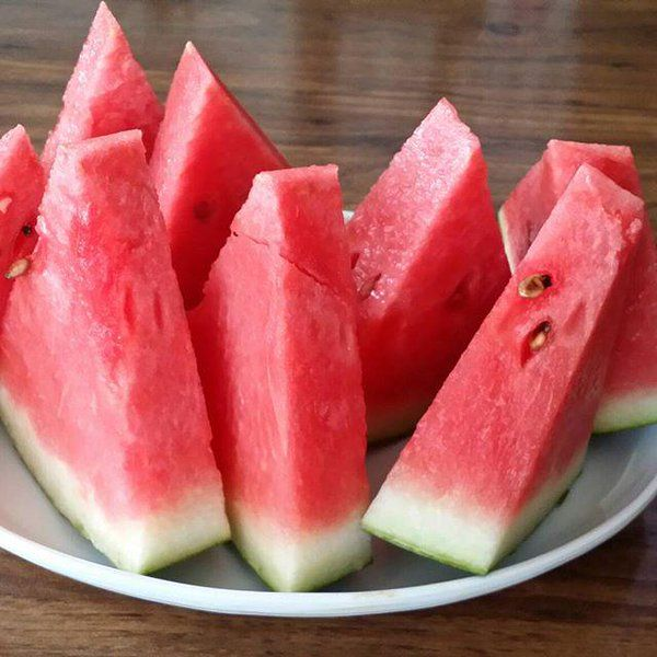 😍😍😍😍😍😍 Watermelon contains 92% water and thus, it helps to hydrate your body and impart a healthy look.