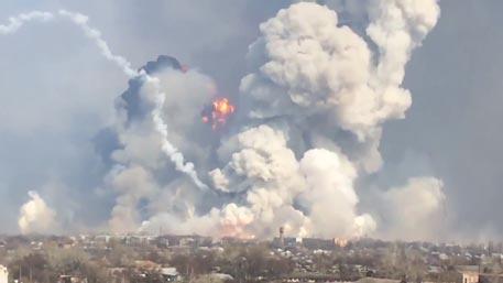 Пекло в Балаклее: тонны ракет и снарядов рвутся под боком у местных жителей  https://t.co/thfTAydjW0  Фото: Павел Смирнов / VK. com