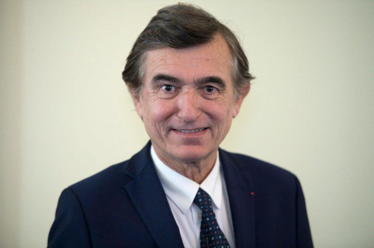 #Rediff Philippe Douste-Blazy apporte son soutien à Emmanuel Macron https://t.co/xHz2QkXKjj