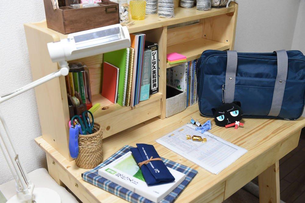 \💓#理想の女子部屋💓/🎬『#ReLIFE』に登場する、日代さんのお部屋はピカピカでキレイなお部屋✨机の上には、成績優秀