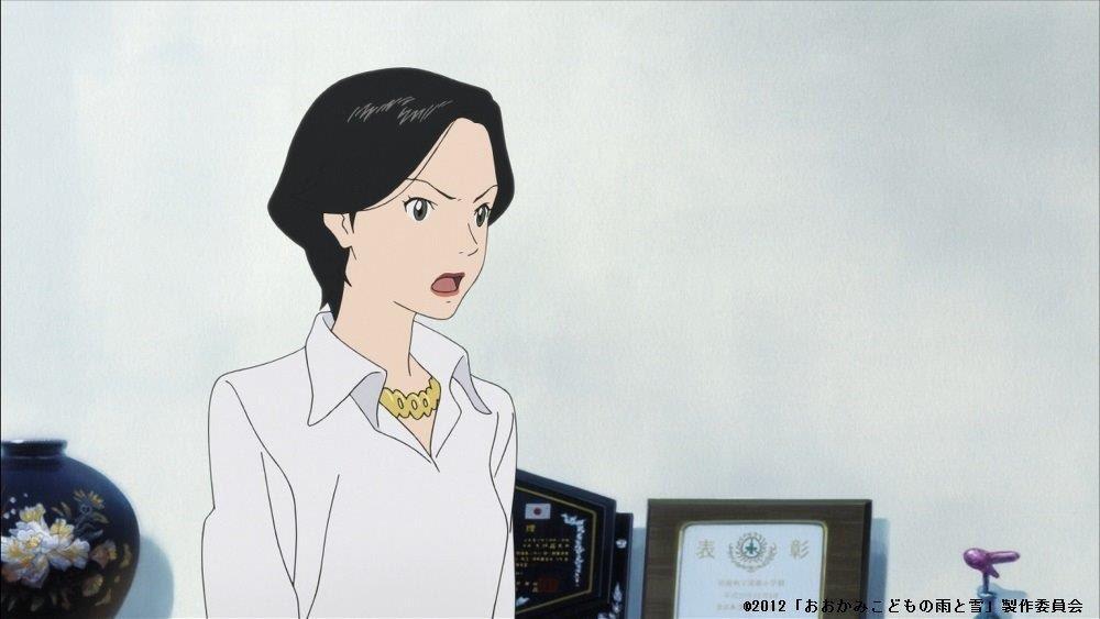草平さんのお母さんの声は、「名探偵コナン」の灰原哀さん役で有名な声優・林原めぐみさんが演じています。クールな役どころが多