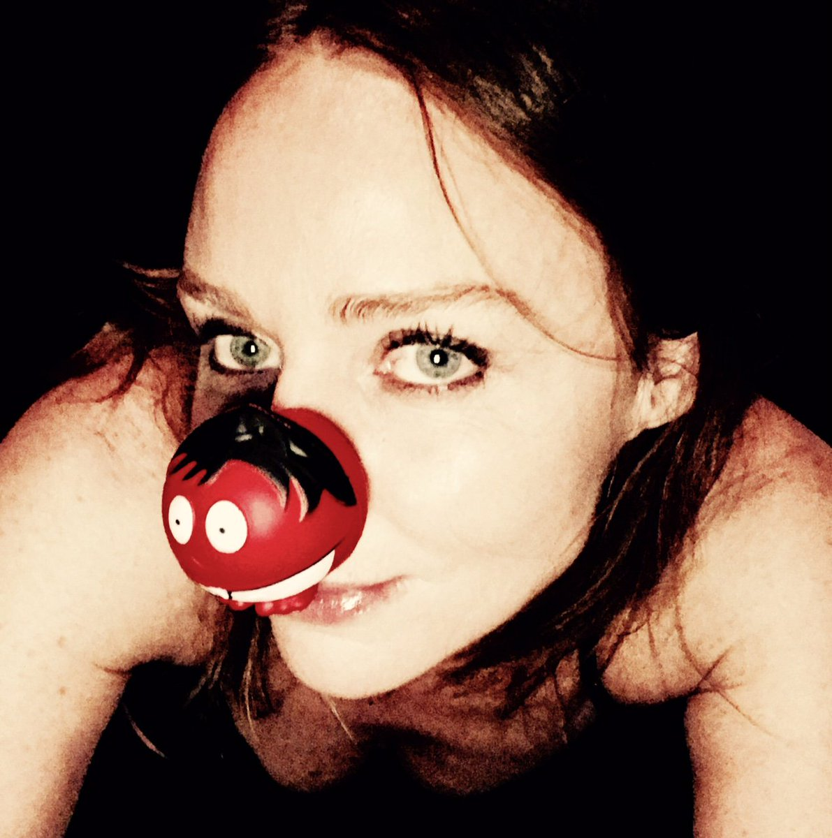Those who know it's #RedNoseDay are in the know!! An incredible cause that you should support! x Stella https://t.co/JZBTy6Q85D