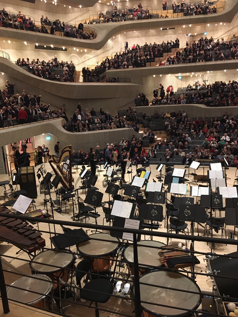 Heute Elfi-Konzert. Mal sehen, ob es hinter Pauken auch so toll klingt 🙉😊 #elbphilharmonie @elbphilharmonie https://t.co/Ig9JpfLTqV