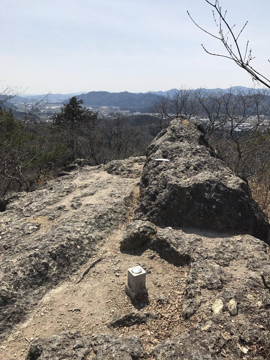 岩山登頂成功。男体山と白根山、よく見える。その右方向にみえる山はまさか…那須岳!?#ヤマノススメ