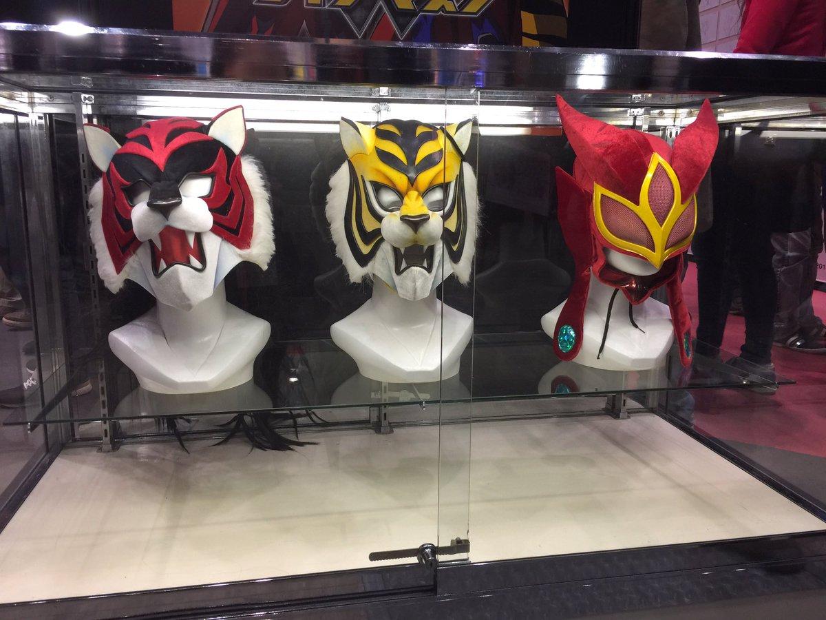アニメジャパンの東映アニメーションブースで新日本プロレスから借りた #タイガーマスクW、タイガーザダークとレッドデスマス