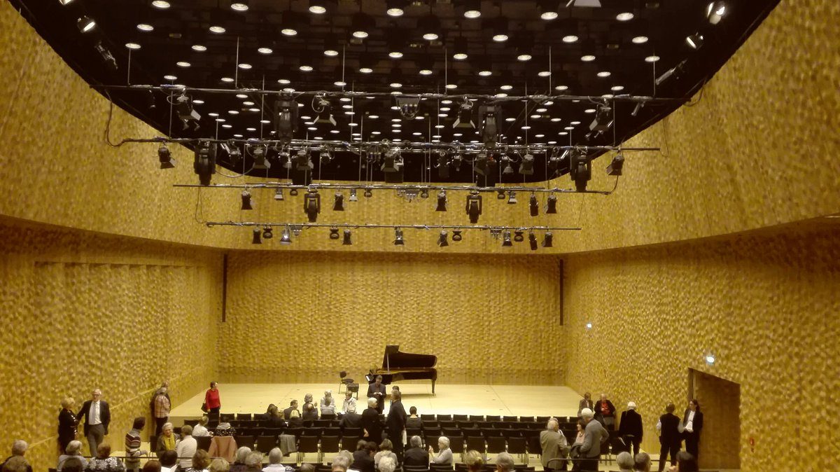 #Hamburg #Elbphilharmonie  Kleiner Saal. Die Akustik ist SAGENHAFT, perfekt. https://t.co/7dFWA1hj28