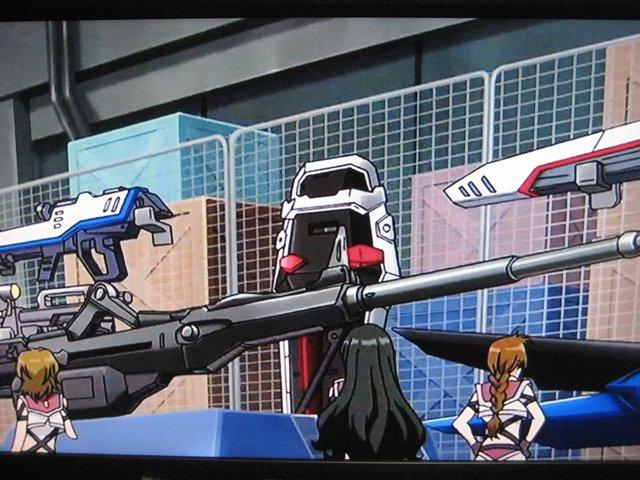 クロスアンジュの種ネタといえば初期に金さえ稼げばいろんな武装を買えるってシーンでフリーダムの武装が並んでるとこ