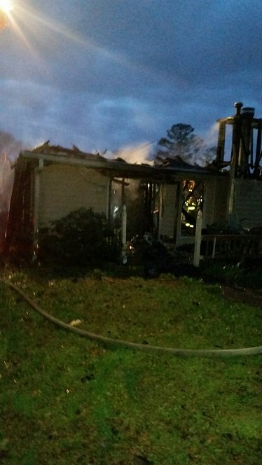 #BREAKING Cobb Fire shares image of the Vistawood Lane home after a Cessna crashed into it. Pilot deceased. No one in home injured. #fox5atl