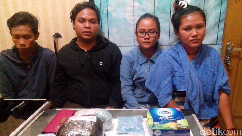Polda Riau Tangkap 4 Orang yang Bawa Sabu dan 8.000 Ekstasi https://t.co/v4kbSwapAw https://t.co/PBOrNr40sC
