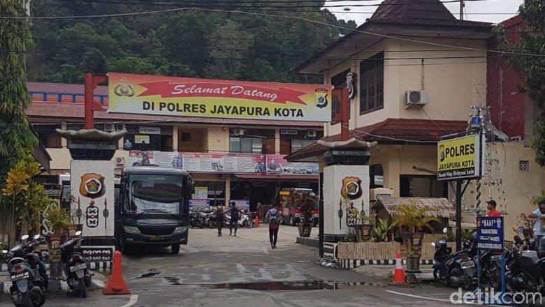 Wanita Komplotan Perampok Sadis di Jayapura Ditangkap Polisi https://t.co/i41ilgq6hF https://t.co/dgdQ8xrzYq