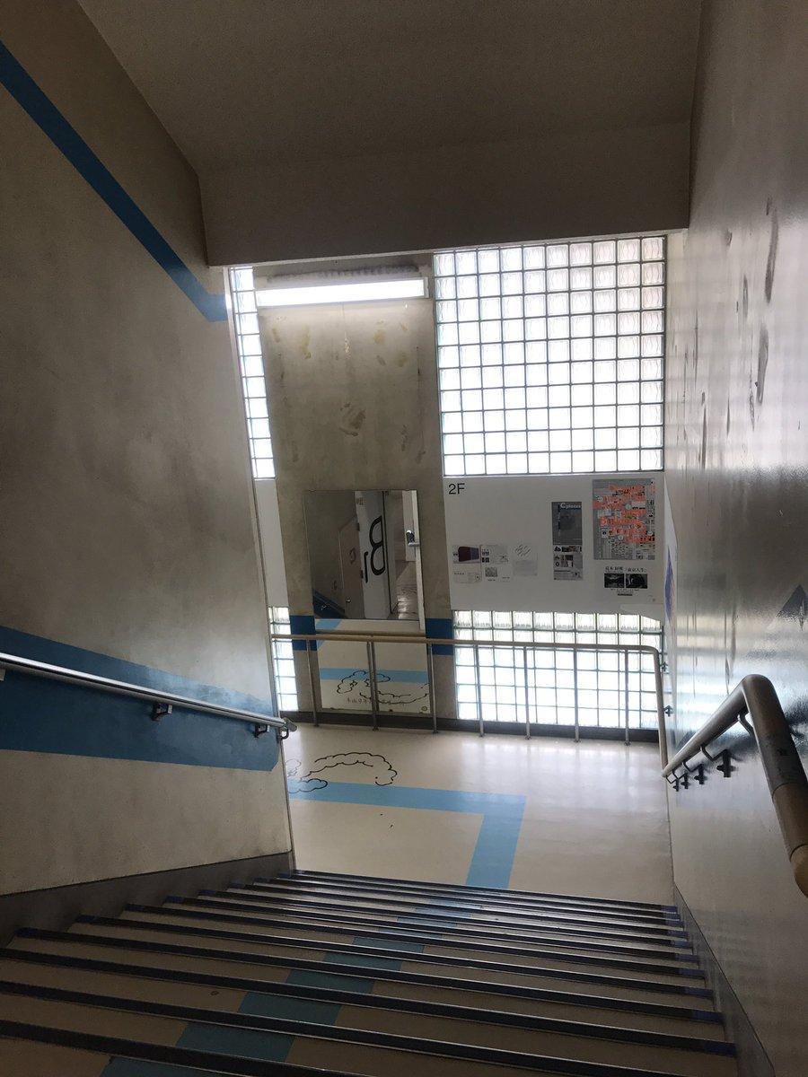 アーツ千代田、校舎を利用した建物で凪あすの世界みたいでしたお気に入りの花いろ作品を一枚