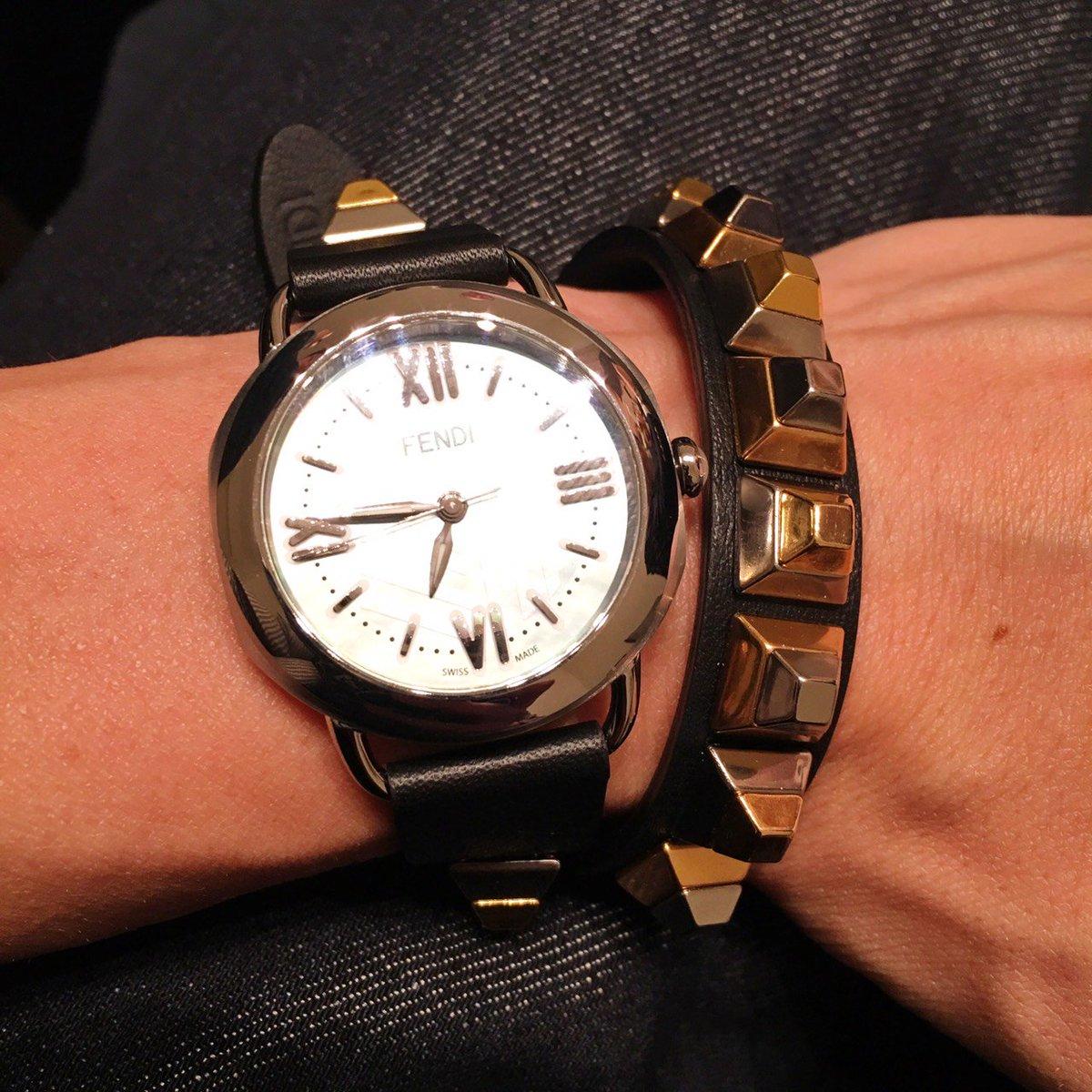 """【バーゼル取材】バッグのストラップが変えられる""""ストラップ ユー""""が時計にも‼「フェンディ」の""""セレリア""""は、簡単にベルトが変えられます。ベルトはお値段1本4万5000円です。#fendi #basel"""