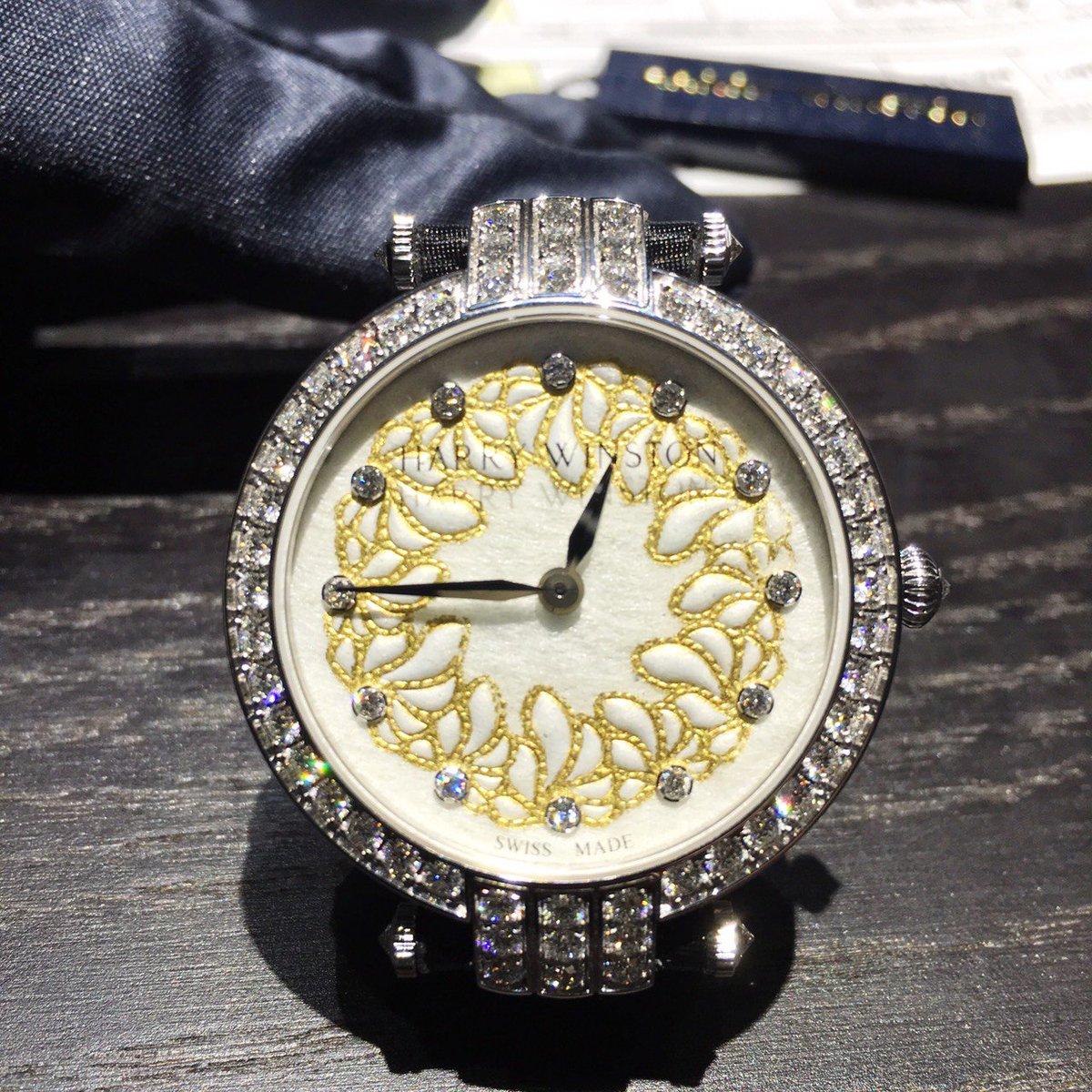 【バーゼル取材】「ハリー・ウィンストン」の時計は、文字盤がマユ!おカイコさんと職人が頑張りましたw!ショート状のマユエンボスして、金箔をのせて。。。きゃー、大変‼ #basel #harrywinston