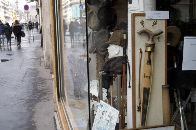 「杖ヴァイオリン」というものを売っている.パリ.