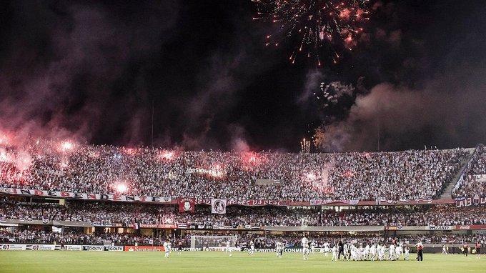 Bandeiras de mastro poderão voltar no Brasileirão. Reunião acontecerá em breve e pode definir também retorno de fumaça, faixas e batuques.