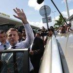A La Réunion, Macron n'attire pas les foules mais joue aux questions-réponses